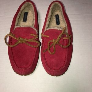 Lands end red suede moccasin slippers size 6
